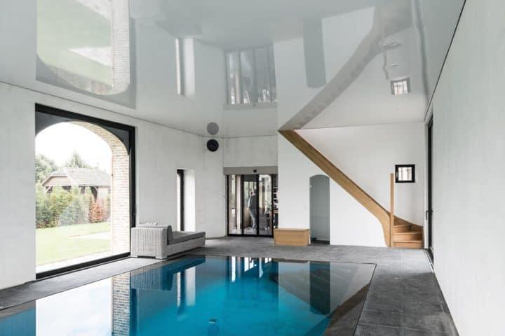 Blinken spanplafond bij het zwembad - © Helixe