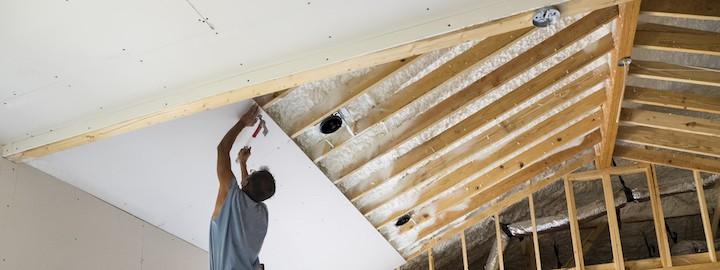 Plafond van zolder voorzien van gyproc gipsplaten