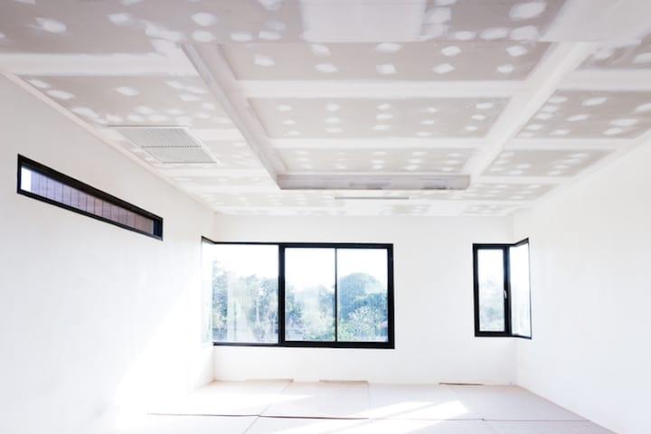 Plafond plamuren