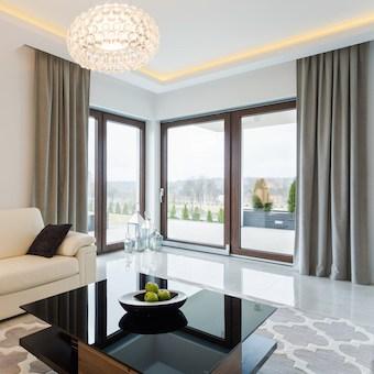 Spanplafond met plafondverlichting